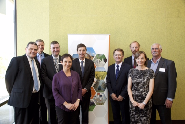 Victorian Government and Dairy Australia announce strategic partnership for innovation in dairy bioscience